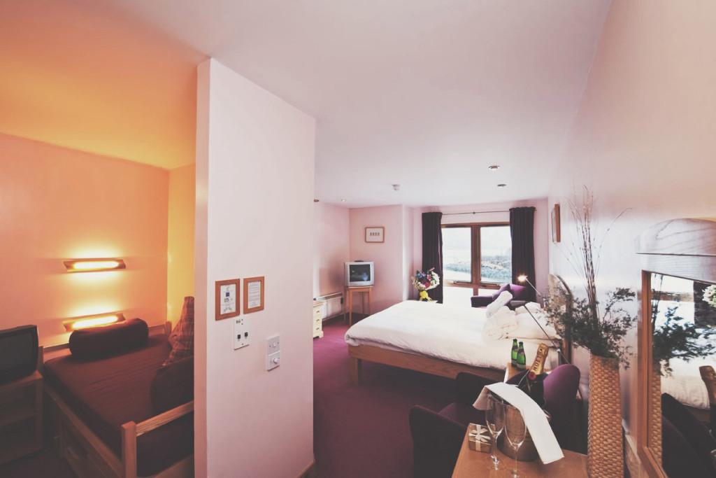 islesofglencoe-hotel-feature-room-parentfriendlystays-family-holidays-kids-children-activites-scotland-views