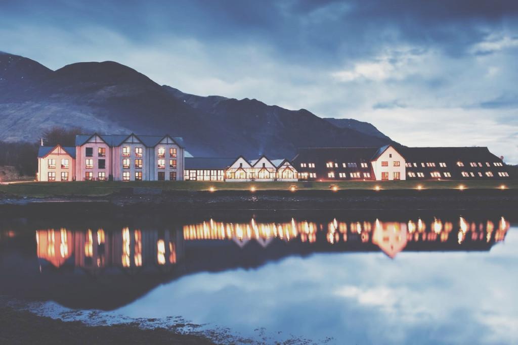 islesofglencoe-hotel-night-lights-shot-parentfriendlystays-family-holidays-kids-children-activites-scotland-views