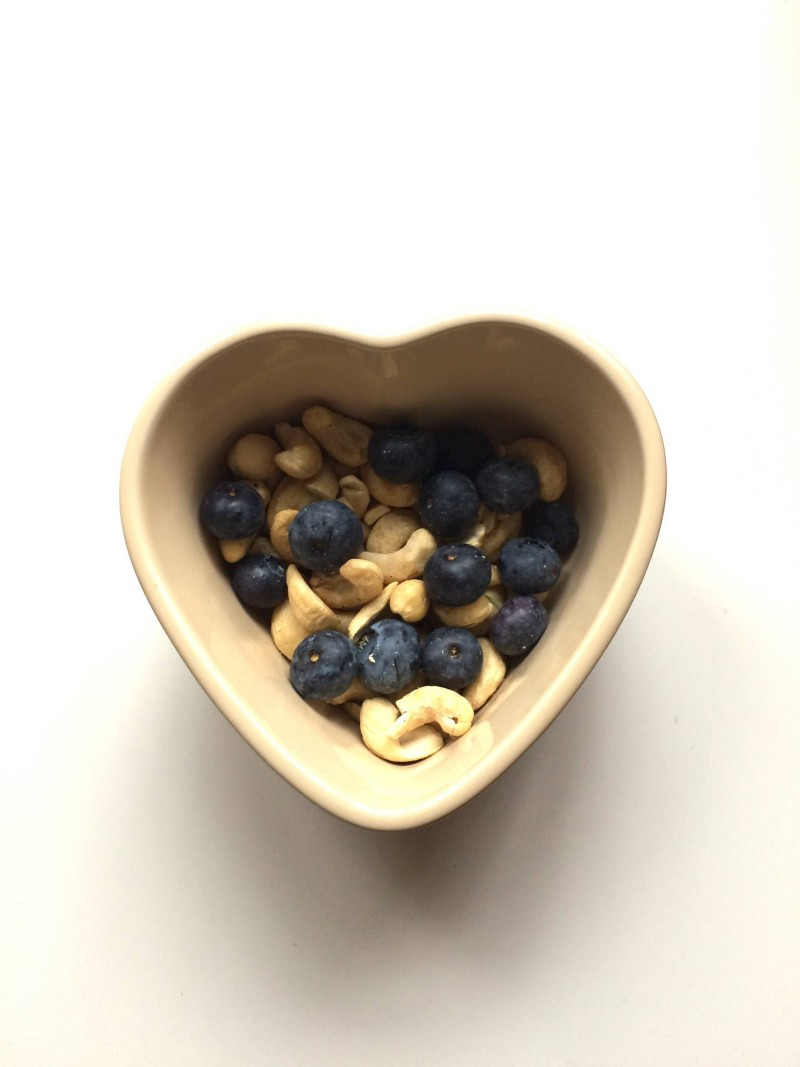 cashew nuts and blueberries snack